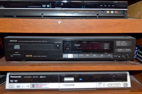 3台のビデオデッキ